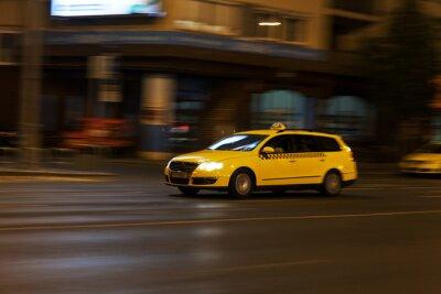 Sticker gelbes Taxi in der Nacht Stadtstraße bewegt