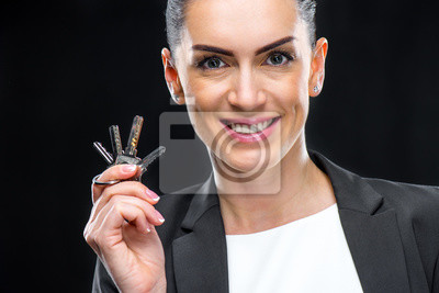 Geschäftsfrau holding keys
