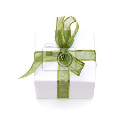Geschenkbox mit dem Bandendenbogen lokalisiert auf dem weißen Hintergrund, Beschneidungspfad eingeschlossen.