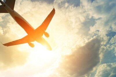 Sticker Getönten Foto von kommerziellen Flugzeug in der Sonne