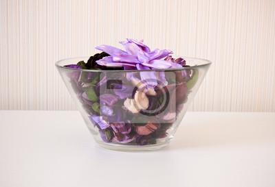 Getrocknete Blumen in der Schüssel für Spa