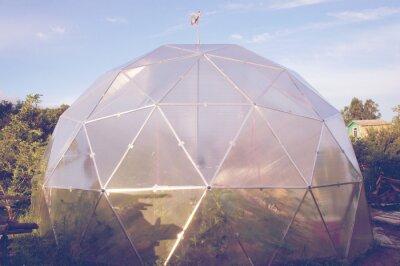 Gewächshaus aus Polycarbonat. Gewächshaus kuppelförmig