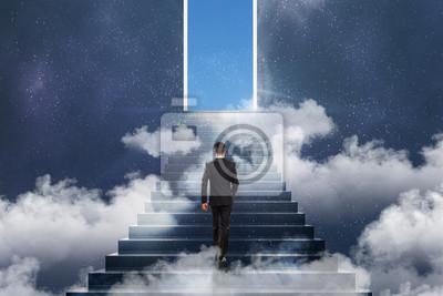 Gewinnen Sie Konzept mit Geschäftsmann und Treppe zum Himmel