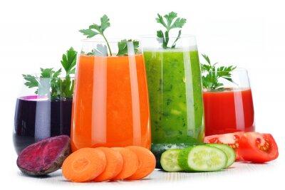 Sticker Gläser mit frischem Gemüsesäfte isoliert auf weiß