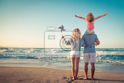 Sticker Glückliche Familie, die Spaß auf Sommerferien hat