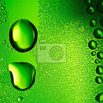 Grüne Wassertropfen Hintergrund. Platz Zusammensetzung.
