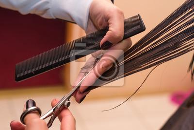 Hände von professionellen Friseur