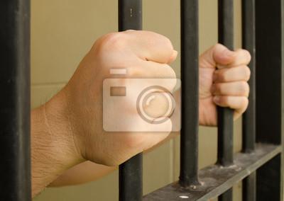Hands on Gefängnis bar