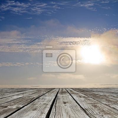 Himmel und Holzboden