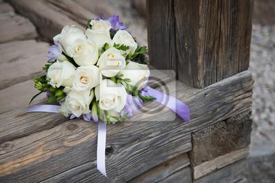 Hochzeitsstrauss Mit Weissen Rosen Auf Holz Hintergrund Notebook