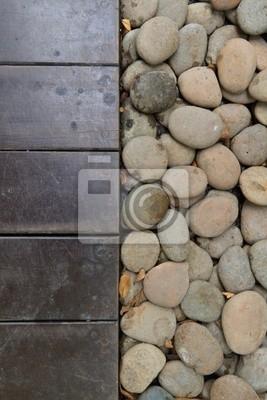 Holzboden mit runden Stein