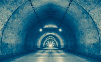 Sticker Innenraum eines städtischen Tunnel am Berg ohne Verkehr ..