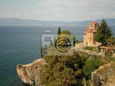 Isoliert Kirche mit Blick auf See
