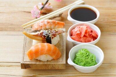 Sticker Japanische traditionelle Lebensmittel-Sushi mit Lachs, Thunfisch und Garnelen