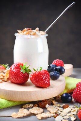 Sticker Joghurt mit Müsli und weichen Früchten