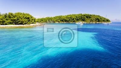 klarem Kristall Wasser über der Insel Hvar in Dalmatien, Kroatien