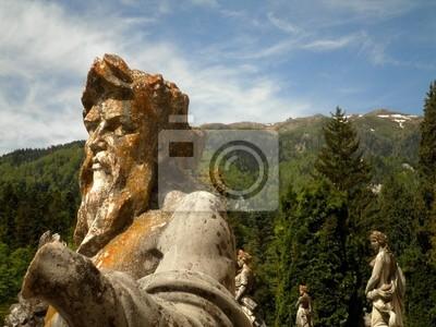 Klassische Statuen mit der Natur