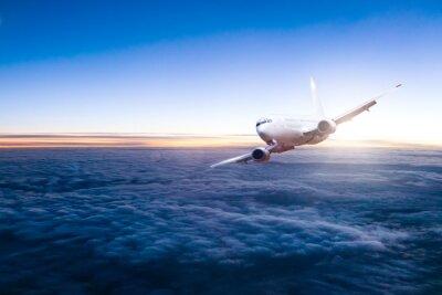 Sticker Kommerzielle Düsenflugzeug fliegen über Wolken