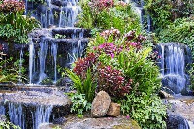 Sticker Künstlicher Wasserfall und die Statue im Garten