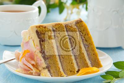 Kürbis-Kuchen mit Schokolade und Karamell-Creme.
