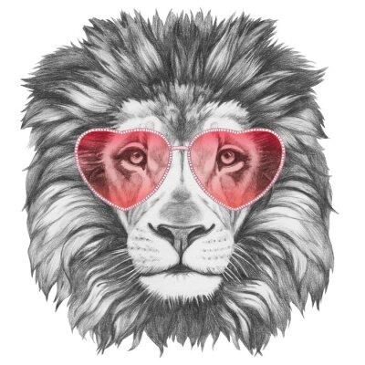 Sticker Löwe in der Liebe! Portrait of Lion mit herzförmigen Sonnenbrillen. Hand gezeichnete Abbildung.