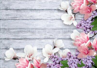 Sticker Magnolie und lila Blüten auf schäbigem Hintergrund
