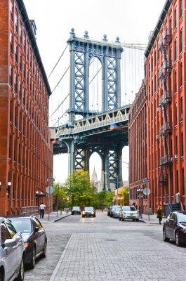 Sticker Manhattan-Brücke gesehen zwischen Gebäuden in New York City