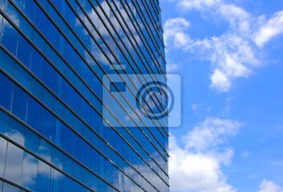 Moderne Bürogebäude und blauer Himmel Reflexion