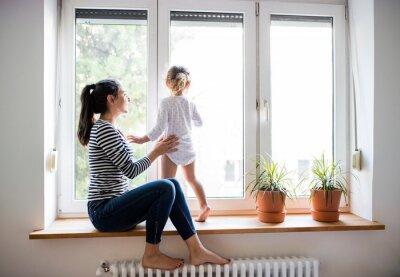 Sticker Mutter mit ihrer kleinen Tochter Blick aus Fenster