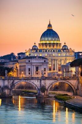 Nachtansicht der Basilika St. Peter in Rom, Italien