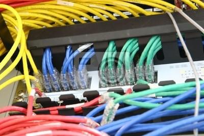 Netzwerk-Switch und Patchkabel