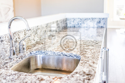 Neue moderne wasserhahn und küchenspüle großansicht mit granit ...