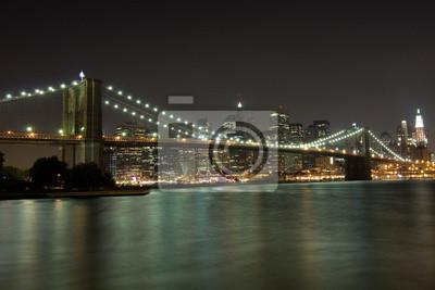 New York, Brooklyn Bridge bei Nacht