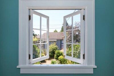 Sticker Offene Fenster zum Hinterhof mit kleinen Schuppen.