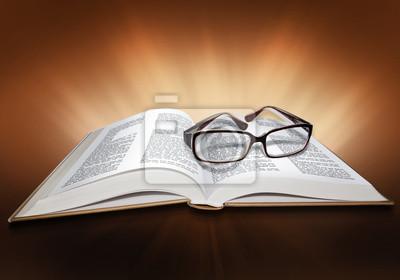 Öffnen Sie die Bibel mit Kreuz-Symbol und Gläser