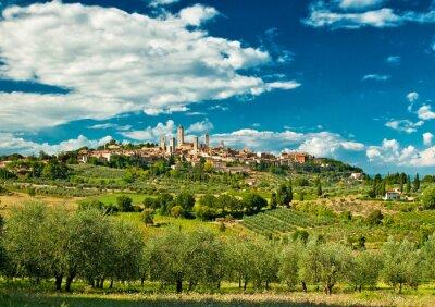 Sticker Panorama-Blick auf San Gimignano mit Weinbergen, einem der schönsten Dörfer Italiens
