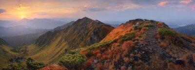 Sticker Panorama der Berge im Morgengrauen