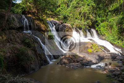 Pha suea Wasserfall, tham pla-namtok pha suea Nationalpark, Thailand. im Sommer