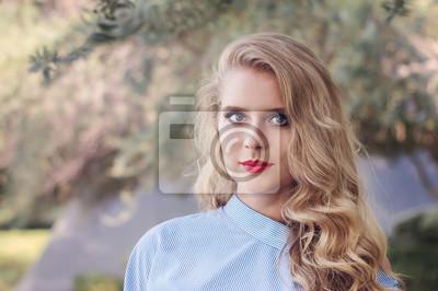 Blaue Augen Blonde Haare Frau Extrem Blonde Haare Und Blaue Augen