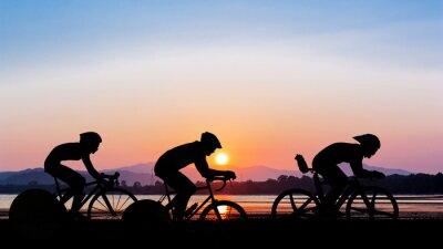 Sticker Radfahren auf der Dämmerung der Zeit