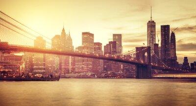 Sticker Retro stilisierte Manhattan bei Sonnenuntergang, New York, USA.