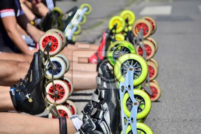 Rollschuhe Räder vor dem Beginn der Stadtrennen für healtly und aktives Leben