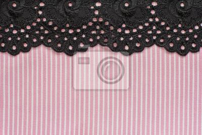 Rosa und weiße Jeans mit schwarzer Spitze
