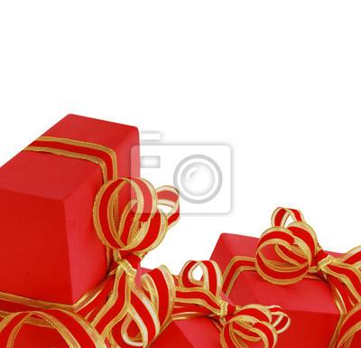Rote Geschenkboxen mit dem roten Geschenkband lokalisiert auf weißem Gelb