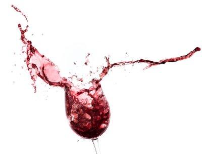 Sticker Rotwein spritzt aus einem Glas, isoliert auf weiß