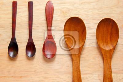 Sammlung von hölzernen Kochlöffel auf Holz Hintergrund