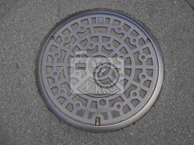 Schacht Kanaldeckel Auf Der Straße Bei Nikko Notebook Sticker
