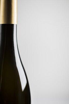 Schließen Sie oben von einer Weinflasche mit Exemplarplatz