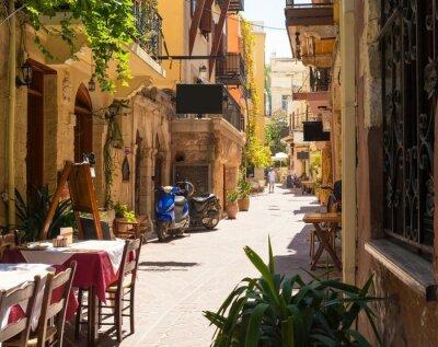Schmale Straße in Chania Stadt auf Kreta, Griechenland