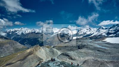 Schneebedeckte Berge. Trek bei Matterhorn in Schweizer Alpen